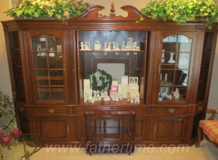 Cherry finish entertainment cabinet by Pennsylvania House, st. louis auctions, IL online auctions, father time auctions st. louis auctions