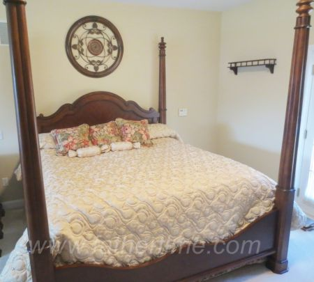 Bassett king size 4 poster bed with linens, and matching night stands, father time auctions, st. louis auctions, IL auctions, online auctions st. louis,