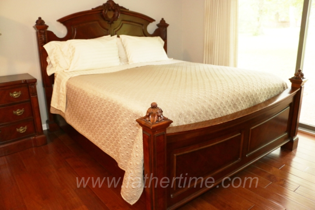 Father Time Auctions, Antique Style Bed by Broyhill King size bed frame and linens, antique auctions, st. louis auctions, MO auctions